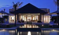 Villa Cahaya Night View   Ungasan, Bali