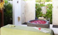 Villa Cahaya Outdooor Bathtub   Ungasan, Bali