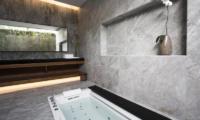 Villa Canggu Villa Canggu South Bathroom with Bathtub | Canggu, Bali