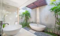 Villa Zanissa Villa Nissa Bathtub   Seminyak, Bali