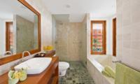 Villa Uno Bathroom | Choeng Mon, Koh Samui