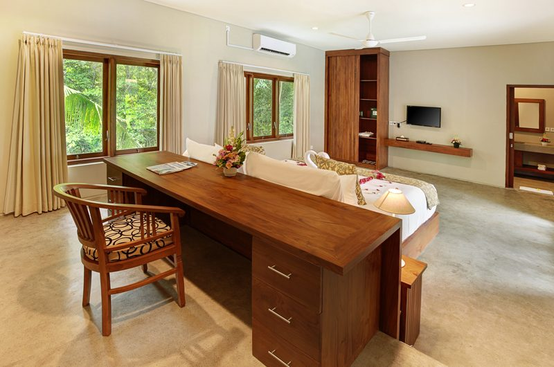 Sativa Villas Villa Rose Bedroom with Study Table | Ubud, Bali