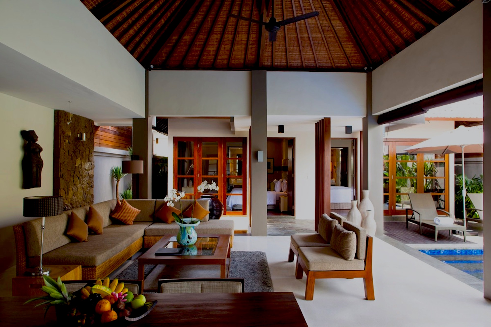 Akara Villas 1 – Stylish Gem in the Heart of the Action
