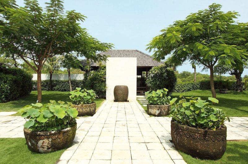 Villa Cahaya Lawns   Ungasan, Bali