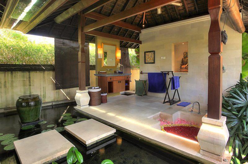 Villa Indah Manis Bulan Madu Outdooor Bathtub | Uluwatu, Bali