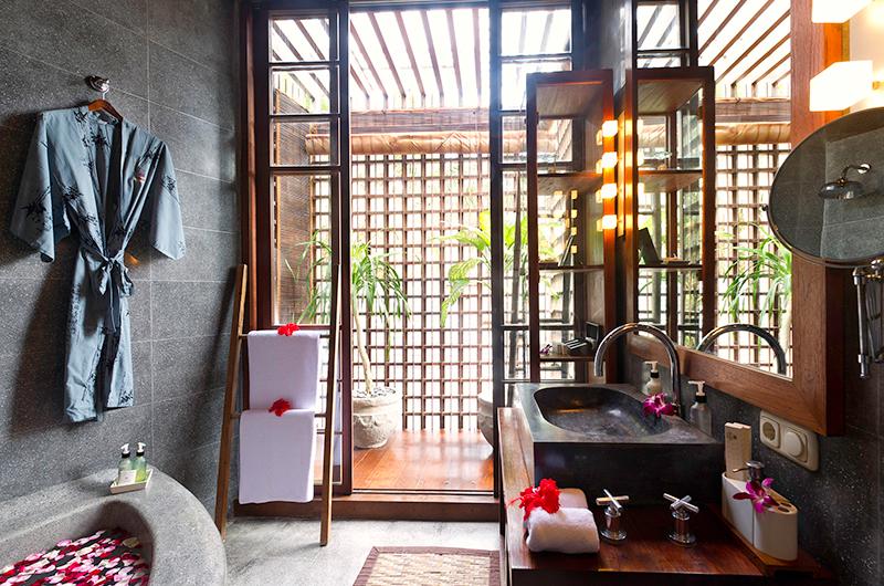 Villa Raj Indoor Bathtub | Sanur, Bali