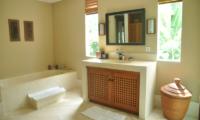 Villa Perle Bathtub | Candidasa, Bali