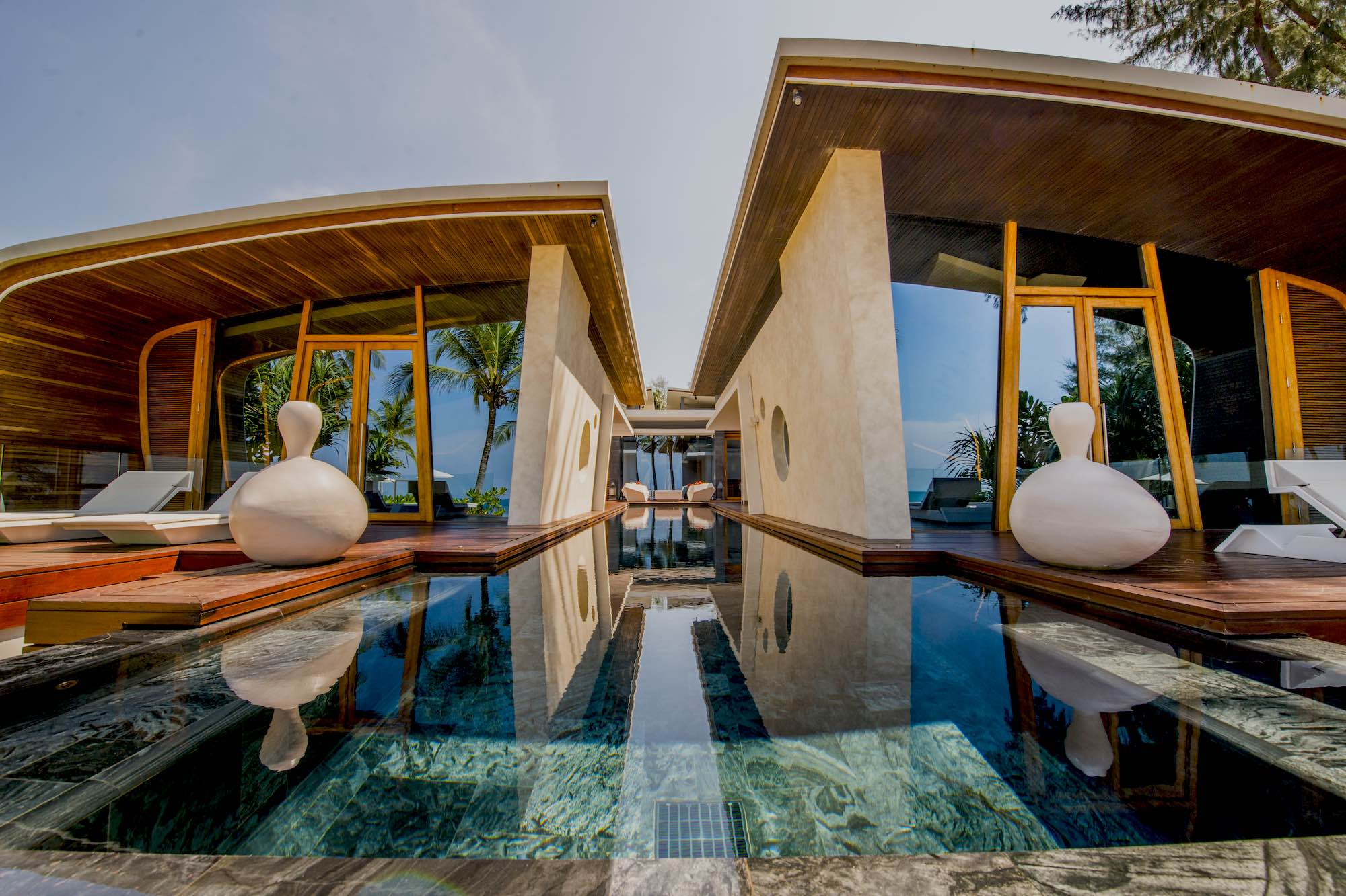 10 Celebrity Villas: Where Do the Rich & Famous Stay?