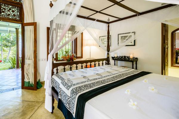 JH Villa Guest Bedroom with Four Poster Bed | Habaraduwa, Sri Lanka