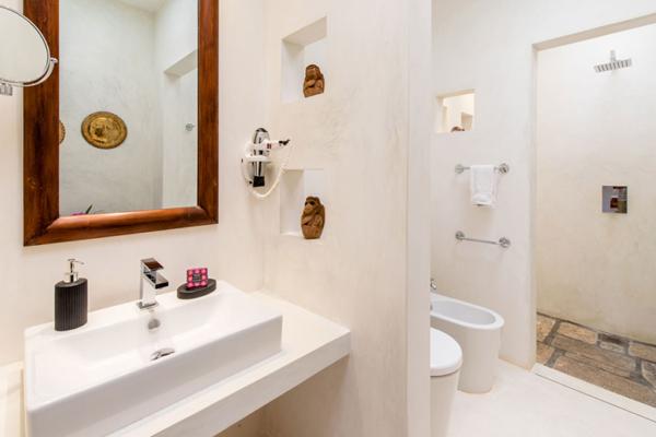 JH Villa Bathroom with Shower | Habaraduwa, Sri Lanka