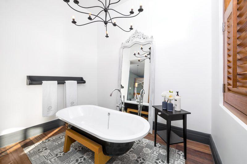 The Boat House En-suite Bathroom with Bathtub | Dickwella, Sri Lanka