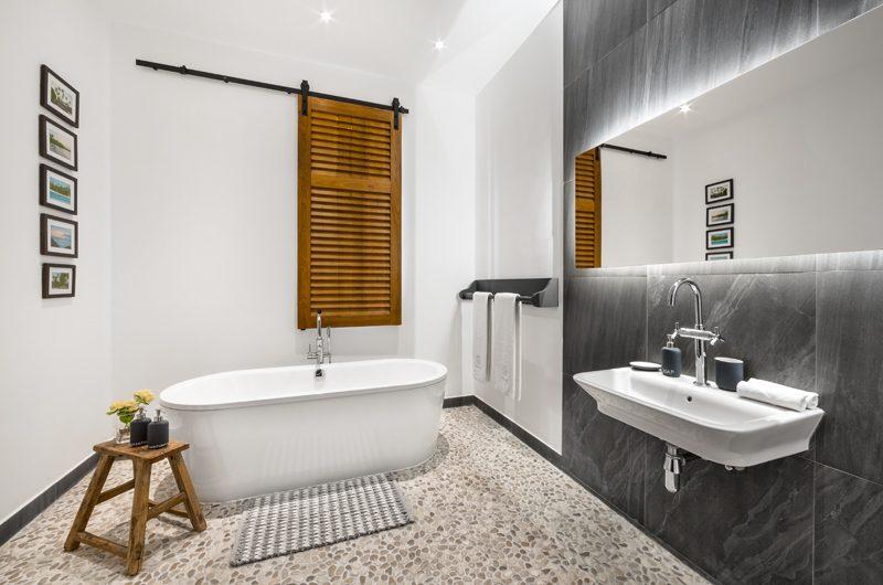 The Boat House Spacious Bathroom with Bathtub | Dickwella, Sri Lanka