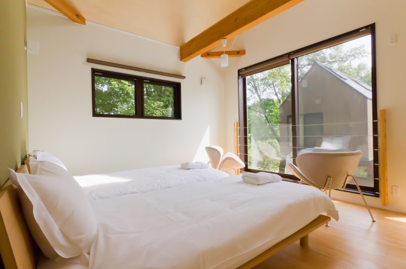 Gakuto Villas Twin Bedroom with View | Hakuba, Nagano