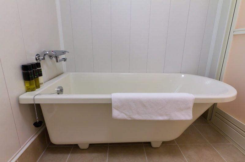 Gakuto Villas Bathtub | Hakuba, Nagano