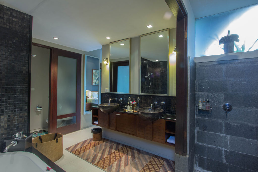 Chimera Green His and Hers Bathroom | Seminyak, Bali