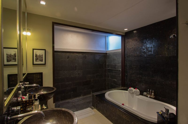 Chimera Green Bathtub | Seminyak, Bali