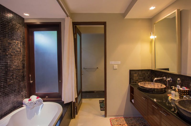 Chimera Green Bathroom with Bathtub | Seminyak, Bali