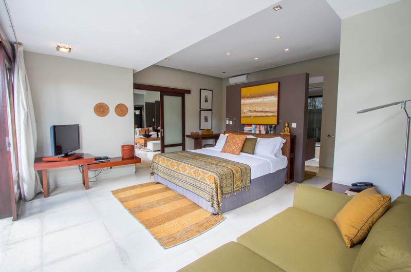 Chimera Orange Bedroom with Sofa | Seminyak, Bali