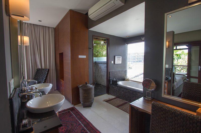 Chimera Tiga Bathtub   Seminyak, Bali