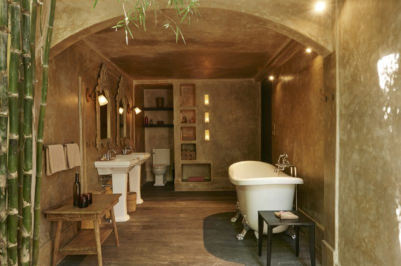 Desu House Bathroom with Bathtub | Bali, Seminyak