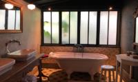 Garden House Bathtub Area | Seminyak, Bali