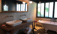 Garden House Bathtub | Seminyak, Bali