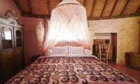 Round House King Size Bed | Bali, Seminyak