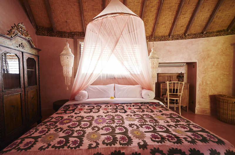 Round House King Size Bed | Bali, Seminyak