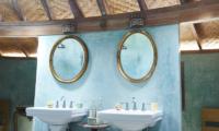 Round House Bathroom | Bali, Seminyak
