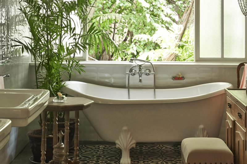 White House Bathtub | Bali, Seminyak
