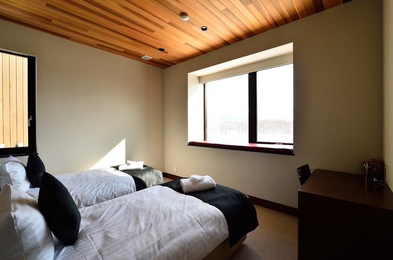 Panorama Twin Beds with Study Table | Lower Hirafu Village, Niseko