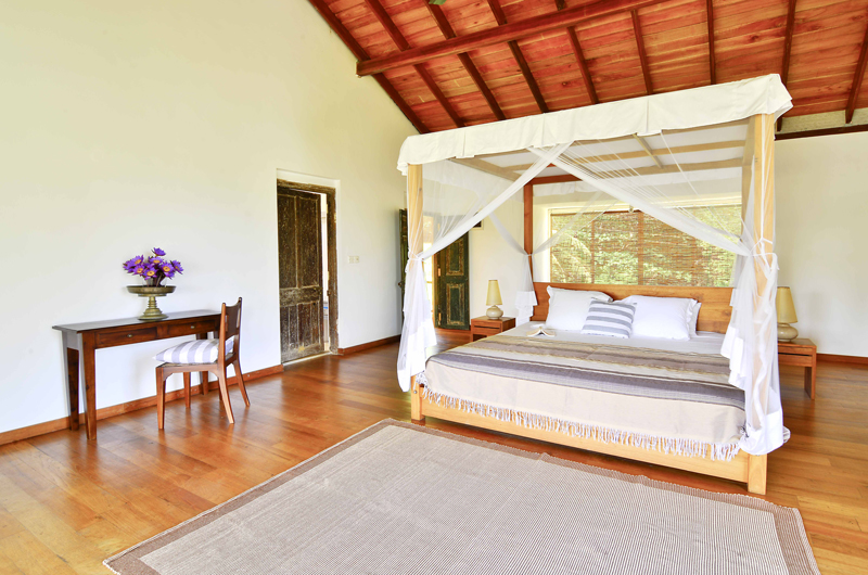 Blue Heights Four Poster Bed | Dickwella, Sri Lanka