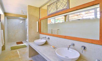 Blue Heights His and Hers Bathroom   Dickwella, Sri Lanka