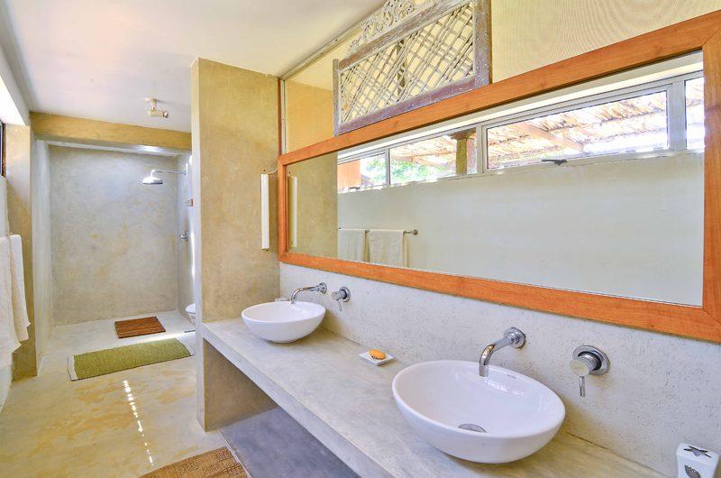 Blue Heights His and Hers Bathroom | Dickwella, Sri Lanka