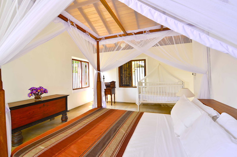 Blue Heights Bedroom with Baby Cot | Dickwella, Sri Lanka