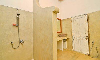 Blue Heights Bathroom   Dickwella, Sri Lanka