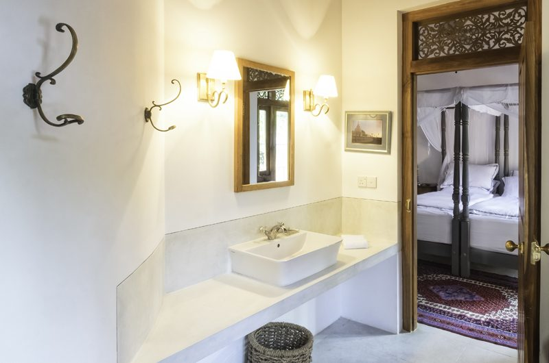 Meda Gedara Twin Bathroom | Dickwella, Sri Lanka