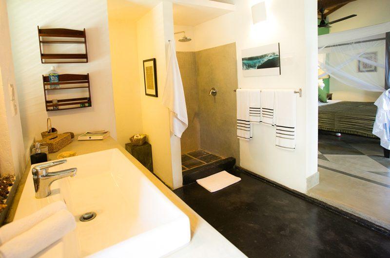 Wetakeiya House En-suite Bathroom | Dickwella, Sri Lanka