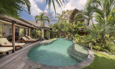 Lataliana Villa Two Reclining Sun Loungers | Seminyak, Bali