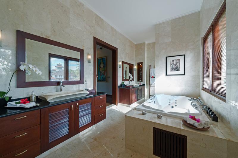 Villa Kalimaya Villa Kalimaya One Bathroom with Bathtub   Seminyak, Bali
