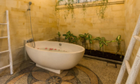 Villa Rasi Bathtub | Seminyak, Bali