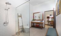Villa Sol Y Mar En-suite Bathroom | Uluwatu, Bali
