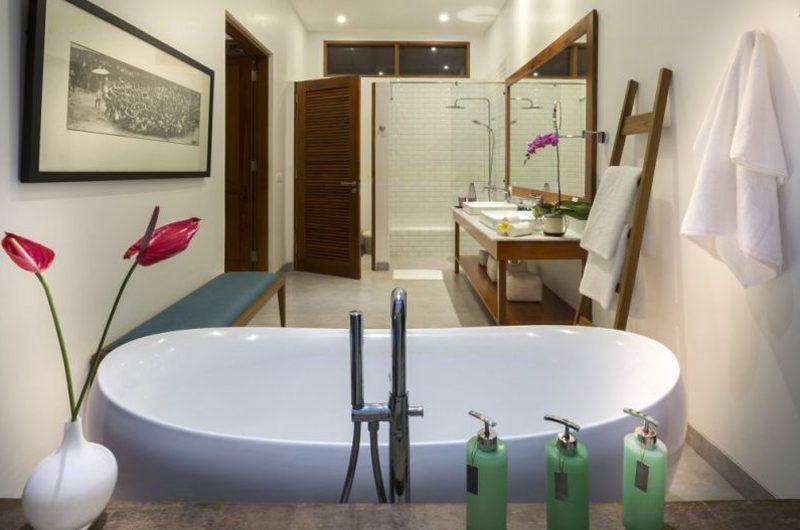 Villa Sol Y Mar Bathroom with Bathtub | Uluwatu, Bali