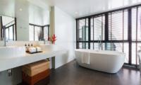 Villa Shadow Bathroom with Bathtub | Chaweng, Koh Samui