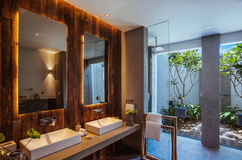 Ishq Villa His and Hers Bathroom | Talpe, Sri Lanka