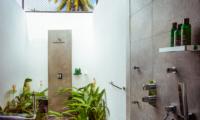 Ishq Villa Open Plan Bathroom | Talpe, Sri Lanka