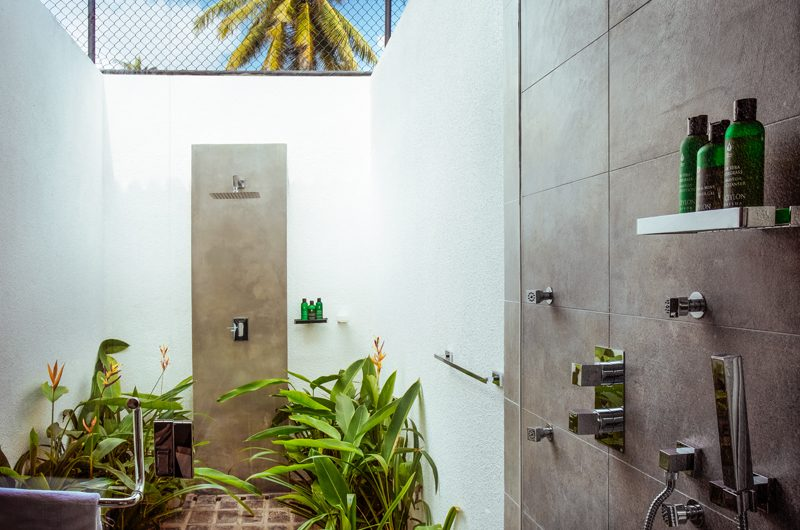 Ishq Villa Open Plan Bathroom | Talpe, Sri Lanka