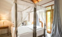 Meda Gedara Twin Bedroom with Four Poster Bed | Dickwella, Sri Lanka