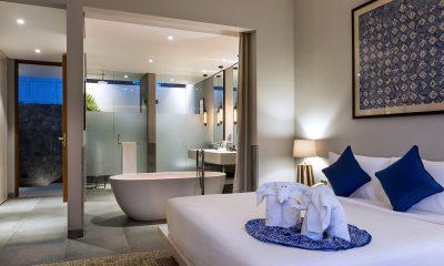 Amarin Seminyak Bedroom and En-suite Bathroom with Bathtub | Seminyak, Bali