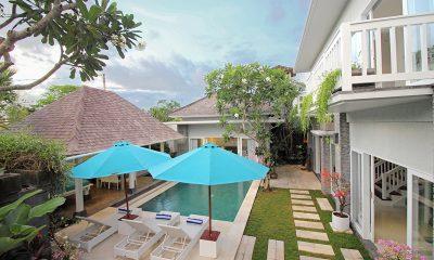Villa Alun Reclining Sun Loungers | Batubelig, Bali